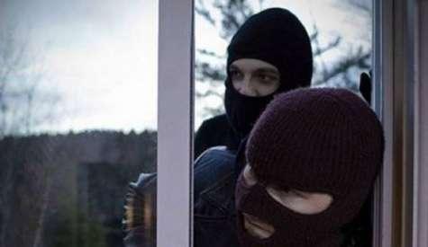 Ληστές απείλησαν γυναίκα με μαχαίρι μέσα στο σπίτι της!