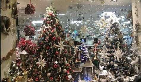 Ανοίγουν τα καταστήματα με Χριστουγεννιάτικα είδη