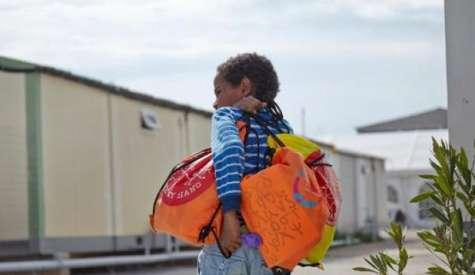 Τα προσφυγόπουλα έγκλειστα στη Δομή χωρίς εκπαίδευση